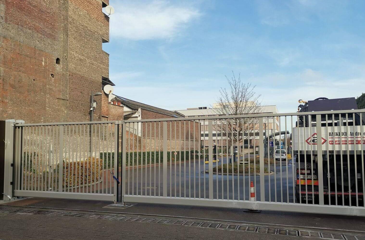 abf fermetures pose portail autoportant usine Sibelga